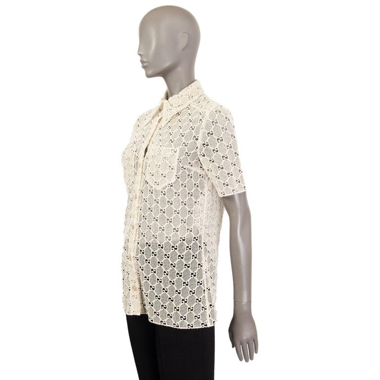 GUCCI off-white cotton GG MACRAME Short Sleeve Button Up Shirt Blouse 40 S In Excellent Condition For Sale In Zürich, CH