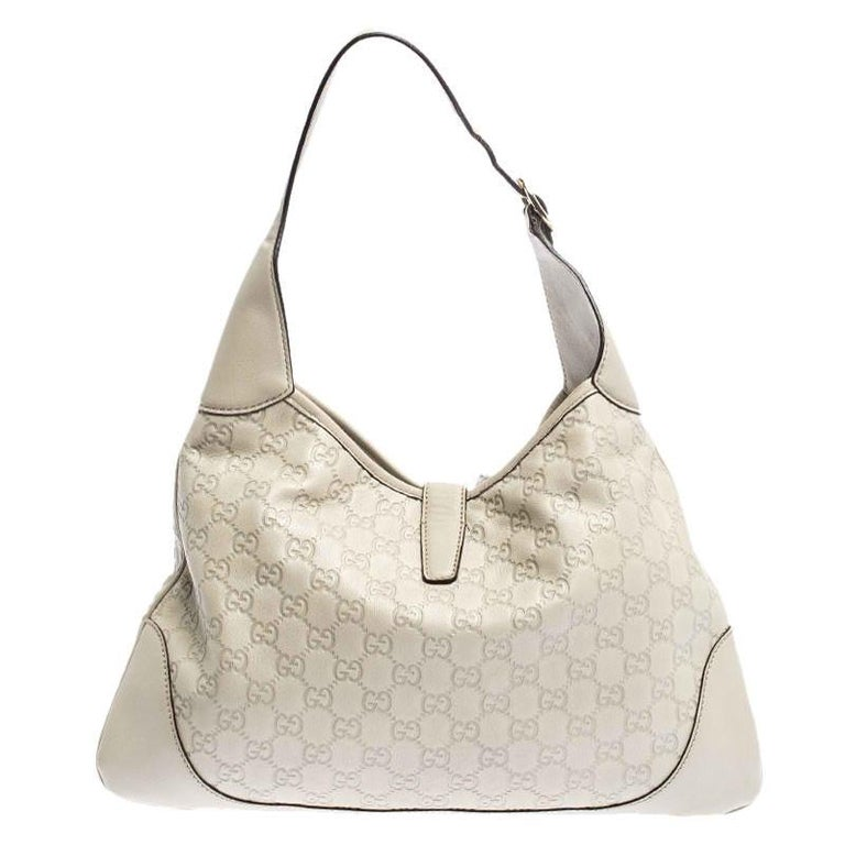 A handbag should not only be good-looking but also durable, just like this pretty New Jackie hobo from Gucci. Crafted from Guccissima leather, this gorgeous number has the signature closure that opens up to a spacious fabric interior. Complete with