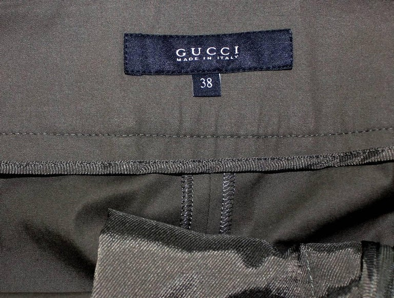 NEW Gucci Olive Hot Pants Shorts with Bamboo Detail Belt In New Condition For Sale In Switzerland, CH