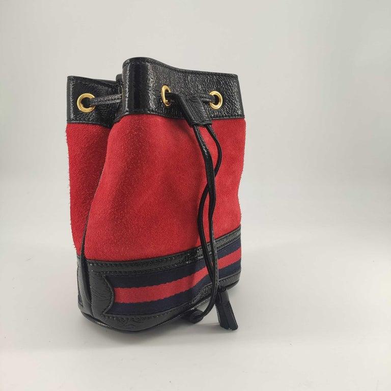 - Designer: GUCCI - Model: Ophidia - Condition: Never worn.  - Accessories: Dustbag - Measurements: Width: 16cm, Height: 19cm, Depth: 8cm - Exterior Material: Velvet - Exterior Color: Red - Interior Material: Suede - Interior Color: Beige - Hardware