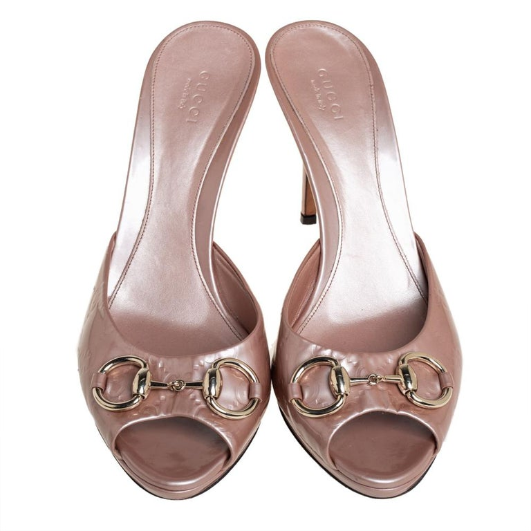 Brown Gucci Pale Pink Guccissima Patent Leather Horsebit Slide Sandals Size 40 For Sale