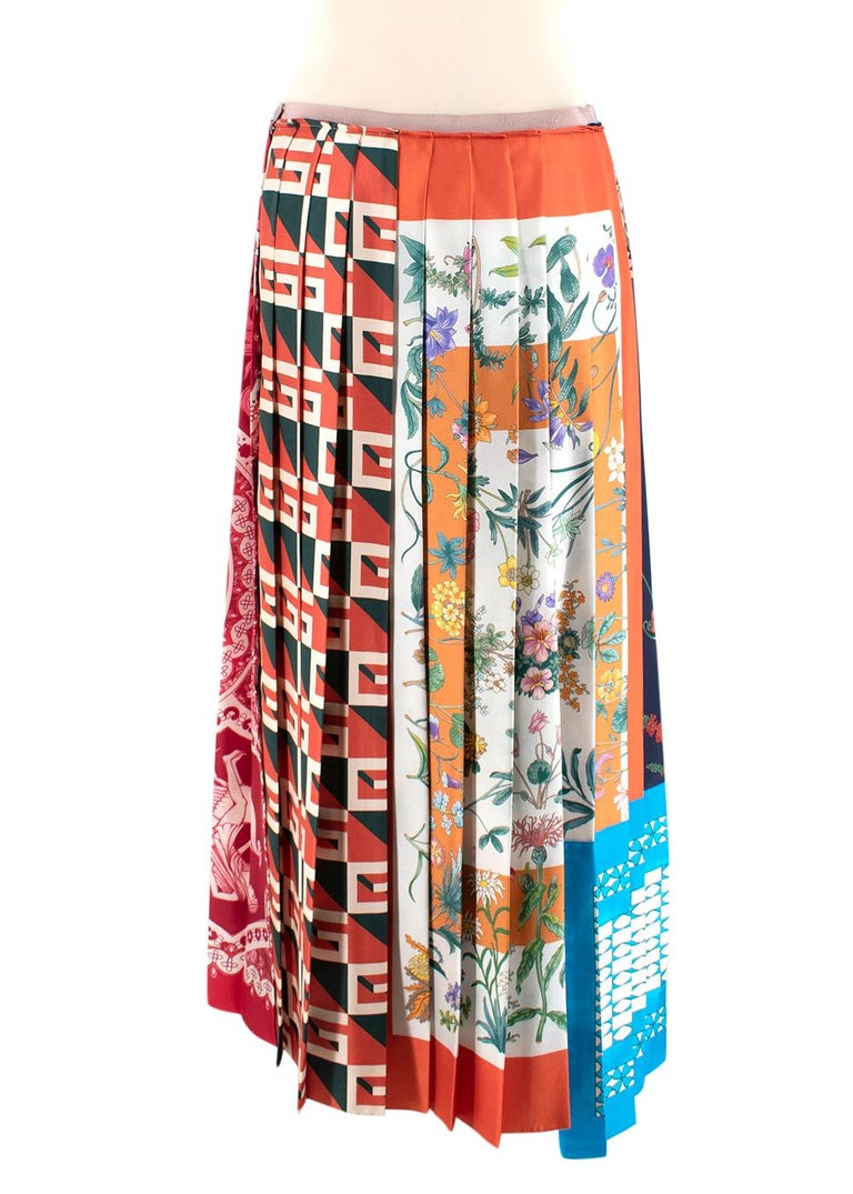 Gucci Patchwork Print Pleated Asymmetric Silk Skirt - US Size 6 In New Condition For Sale In London, GB