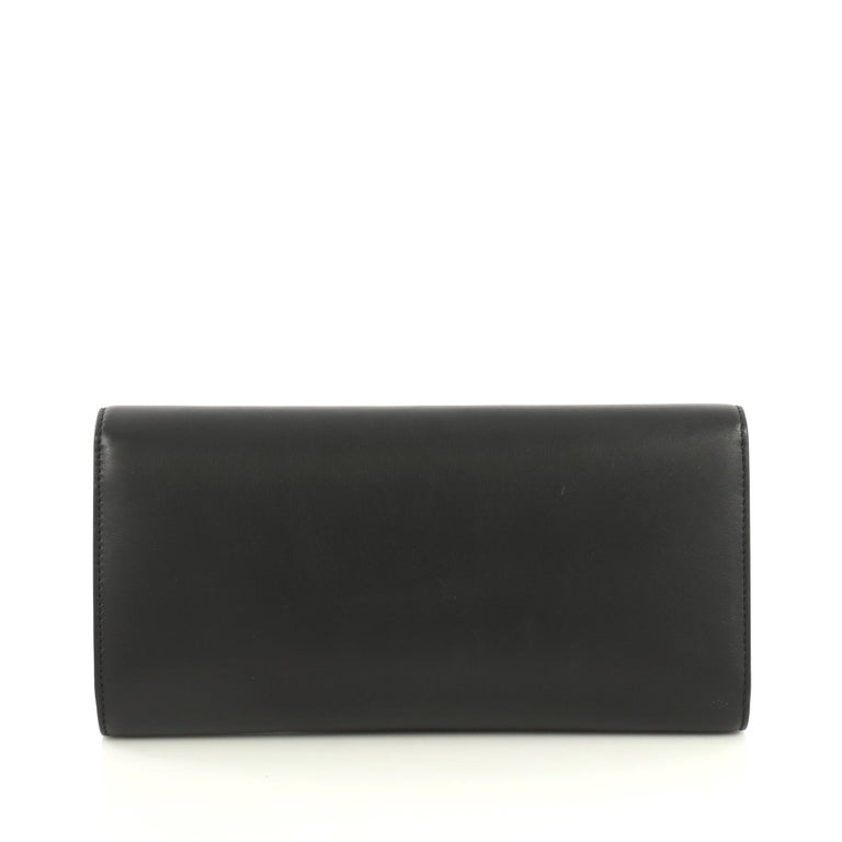 Gucci Pearly GG Marmont Clutch Leather In Good Condition For Sale In New York, NY