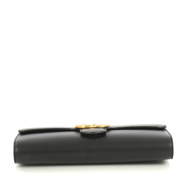Women's or Men's Gucci Pearly GG Marmont Clutch Leather For Sale