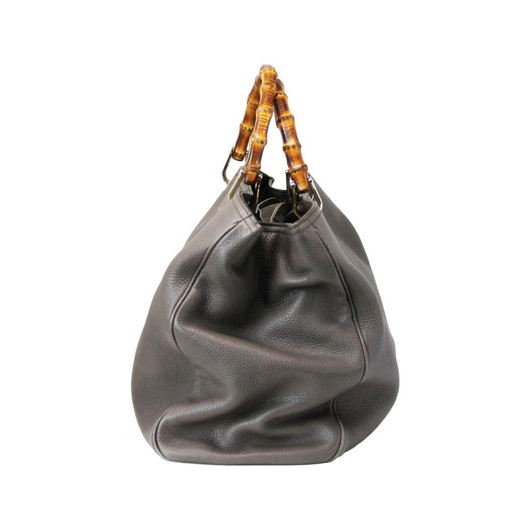 Brand: Gucci Model: Pebbled Leather Size: Large Color: Brown Style: Handbag And Shoulder Bag Date Code: 323658  486628 Materials: Brown Pebbled leather with beige canvas interior Handles: Bamboo top handles                 Drop: 4″ Strap: Pebbled