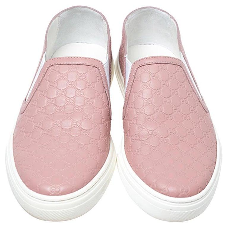 Gucci Pink Microguccisima Leather Slip On Sneakers 35.5 In Excellent Condition For Sale In Dubai, Al Qouz 2