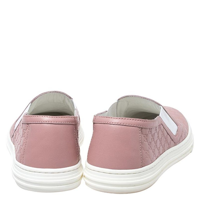 Women's Gucci Pink Microguccisima Leather Slip On Sneakers 35.5 For Sale