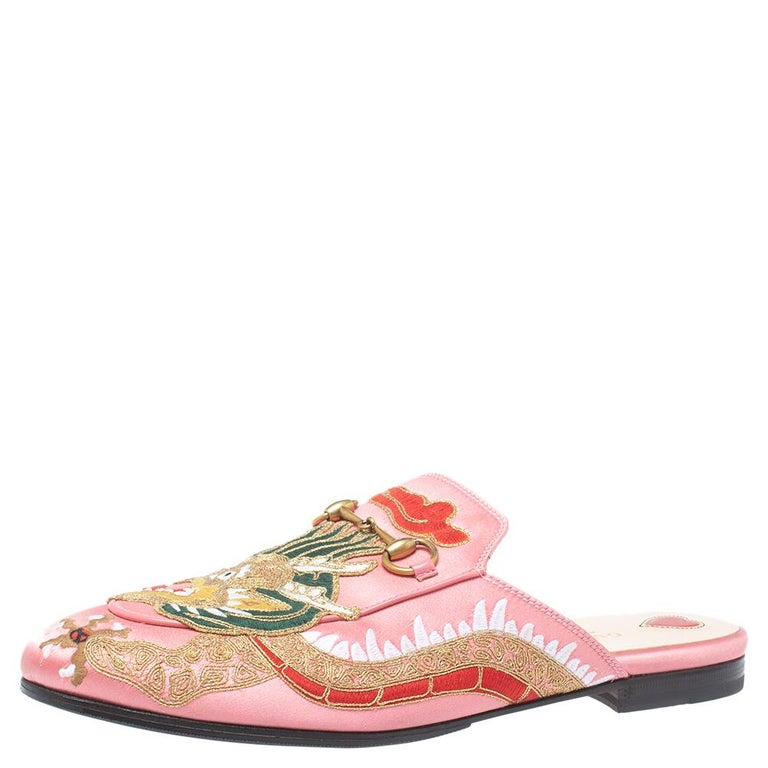 These Gucci Princetown mules are a grand update on the perennially chic Gucci Horsebit loafers. These shoes are enhanced by a gold-tone horsebit detail that has defined the Gucci collection since the very beginning. Featuring a plush satin body and