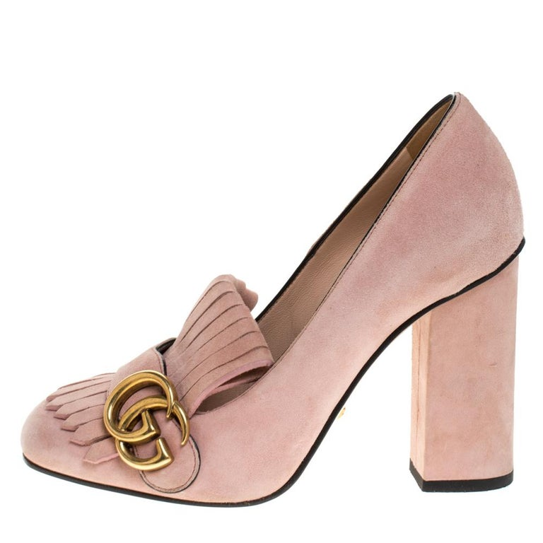 Pretty and easy to flaunt, this pair of Marmont pumps by Gucci is a stunner. They've been crafted from pink suede and styled with folded fringes with the brand's signature GG on the uppers. Square toes, block heels and sturdy leather soles complete