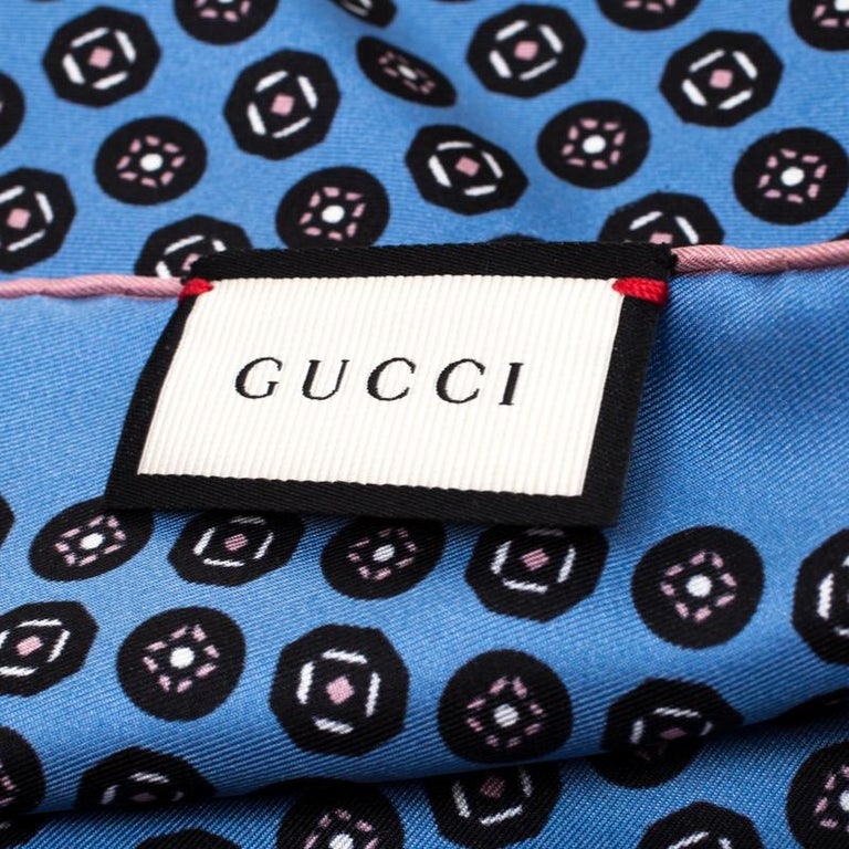 Men's Gucci Powder Blue Printed Silk Royal Pocket Square For Sale