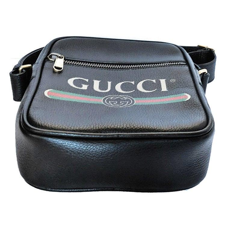 Women's or Men's Gucci Print Messenger Black Leather Bag 523591 For Sale
