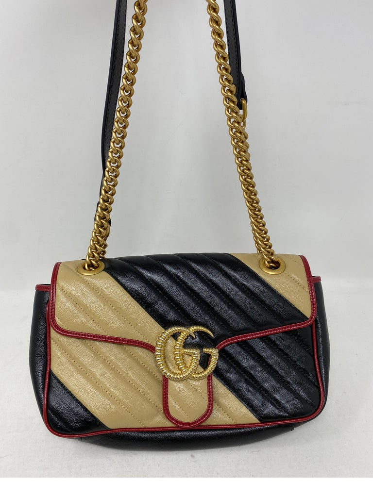 Gucci Red and Black Marmont Bag  In Excellent Condition For Sale In Athens, GA