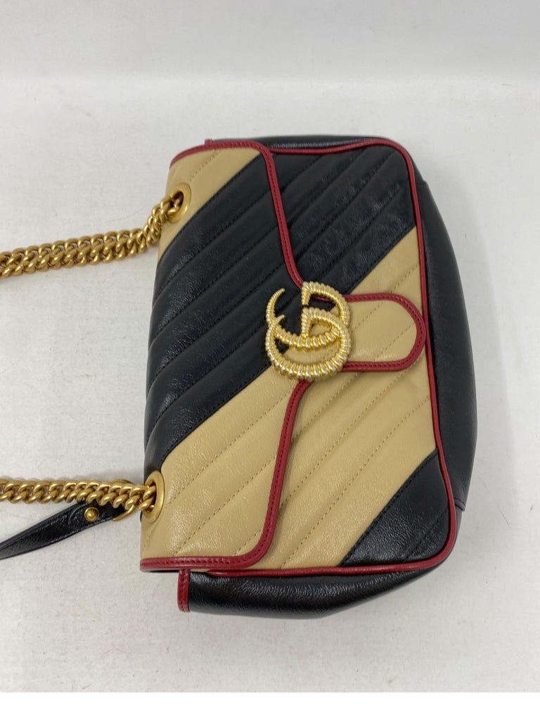 Women's or Men's Gucci Red and Black Marmont Bag  For Sale