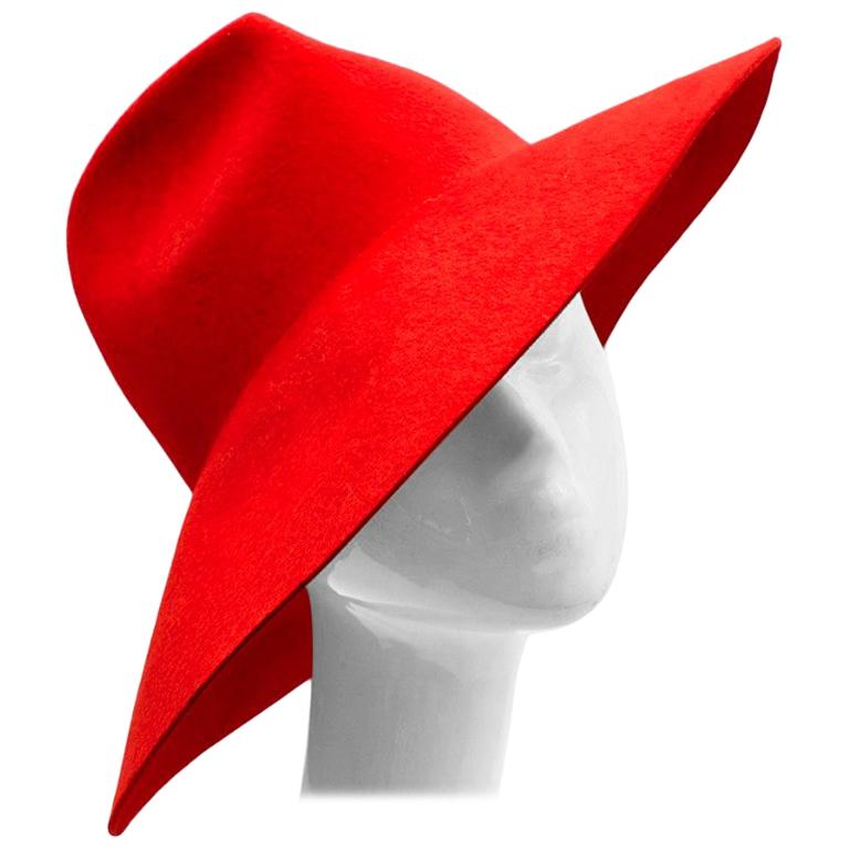 Gucci Red Asymmetrical Wide Brim Rabbit Felt Hat - Size M For Sale
