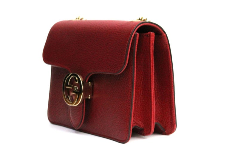 Gucci small bag made in red hammered leather. It is perfect for evening outings. The bag has two compartments where you can put everything you need. Very good condition.