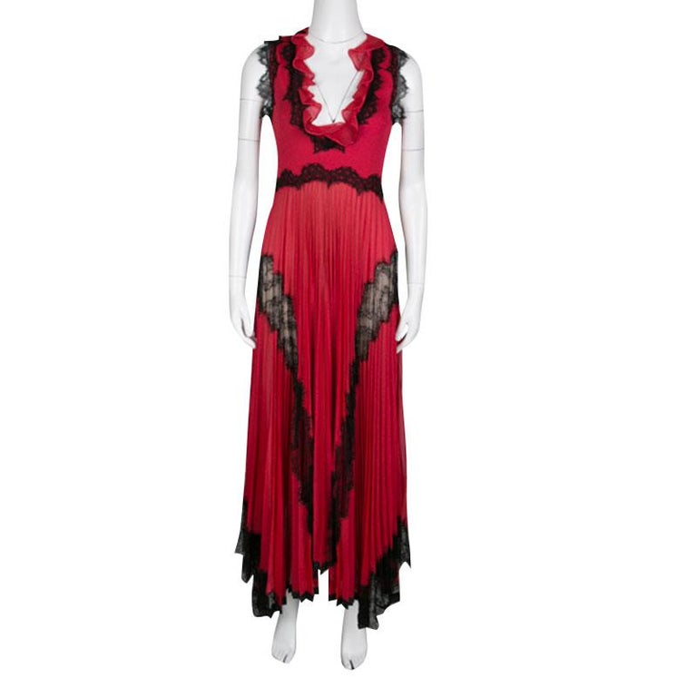 Gucci Red Lurex Knit Contrast Lace Ruffle and Pleat Detail Sleeveless Gown S In Good Condition For Sale In Dubai, Al Qouz 2