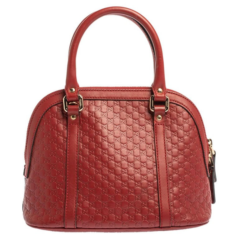 Acquire a completely different look wearing this Mini Dome Bag that has come from the house of Gucci. Its red color leaves a powerful impact on the onlookers, and Microguccissima leather speaks out for grace and softness. The versatility lies in the