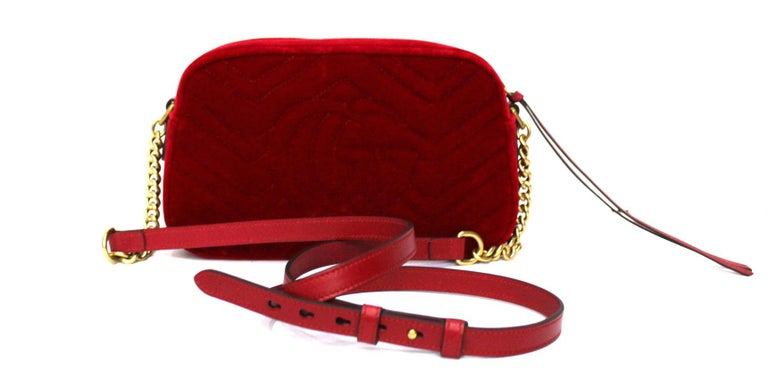 Gucci Red Velvet Marmont Bag In Excellent Condition In Torre Del Greco, IT