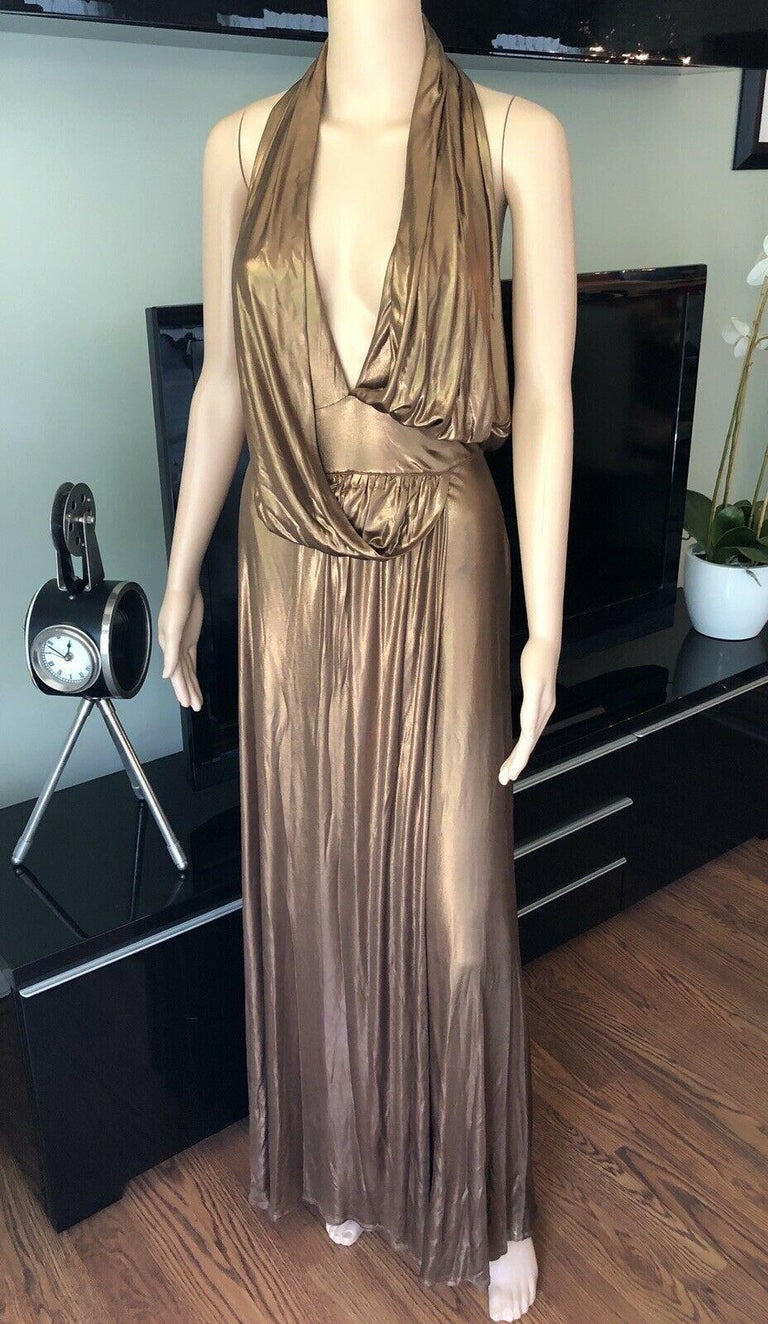 Gucci Runway F/W 2006 Plunging Neckline Backless Gold Metallic Dress Gown In Good Condition For Sale In Totowa, NJ