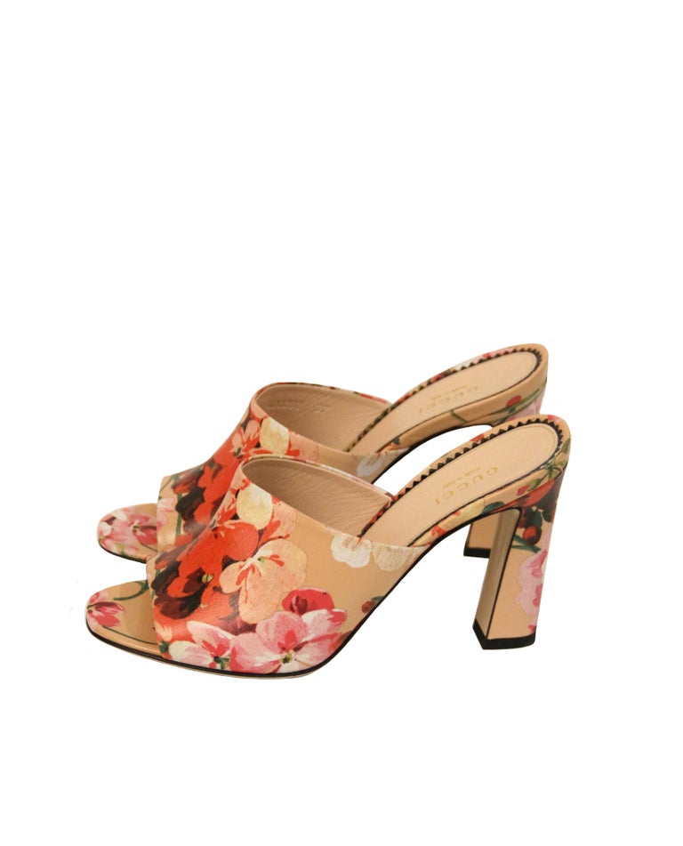 Gucci Shanghai Bloom Print Leather Heeled Mules NEW  In Excellent Condition For Sale In Geneva, CH