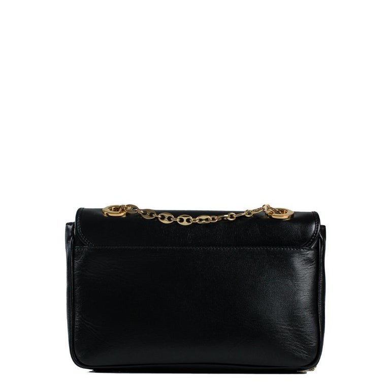 - Designer: GUCCI - Condition: Very good condition. Scratches on the clasp - Accessories: Dustbag - Measurements: Width: 26cm , Height: 17cm, Depth: 5cm, Strap: 120cm - Exterior Material: Leather - Exterior Color: Black - Interior Material: Suede -