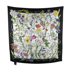 Gucci Silk Chrissy Floral Print Square Scarf 90 x 90 Never Worn