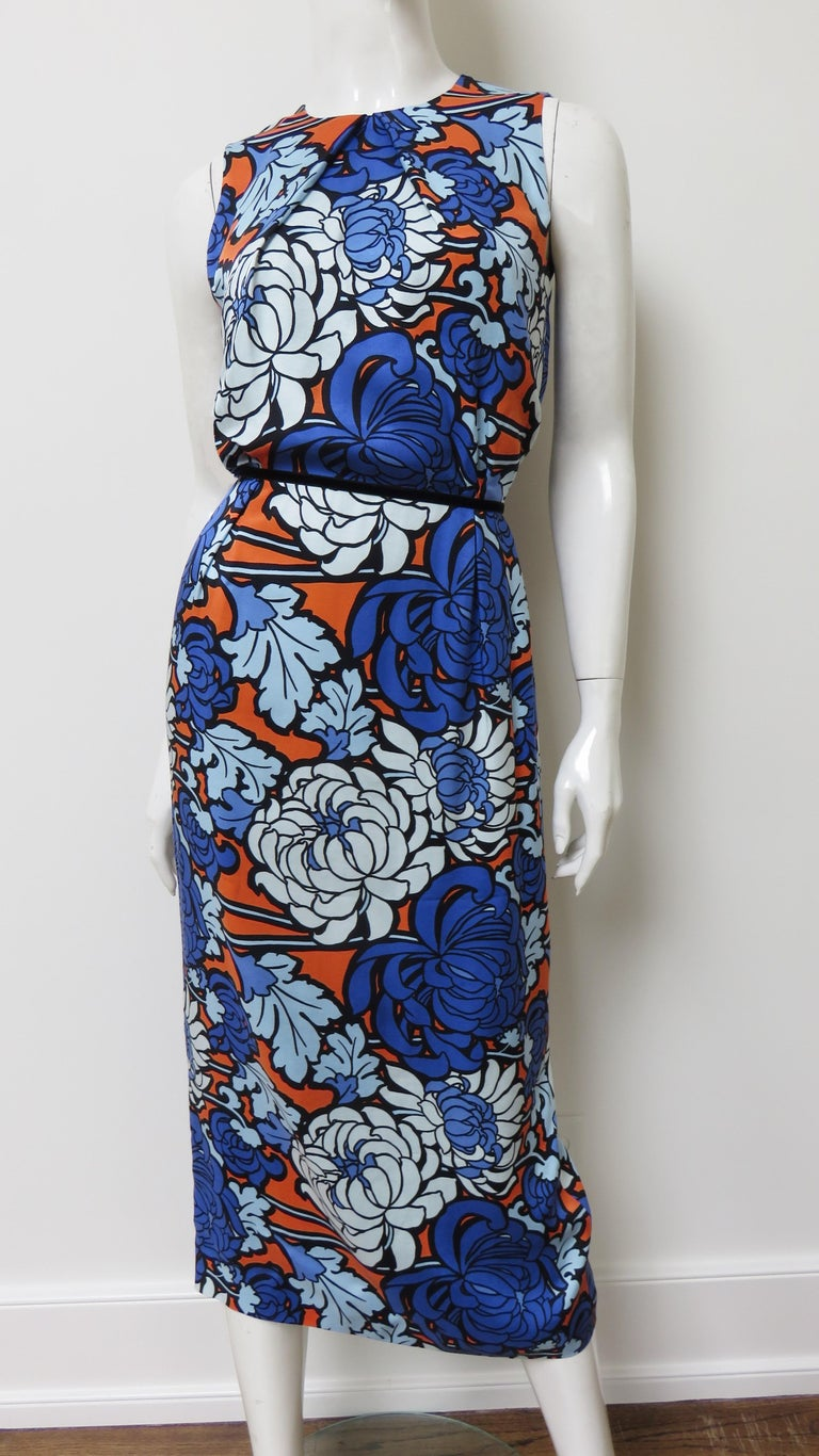 Gucci Silk Flower Print Dress In Excellent Condition For Sale In Water Mill, NY