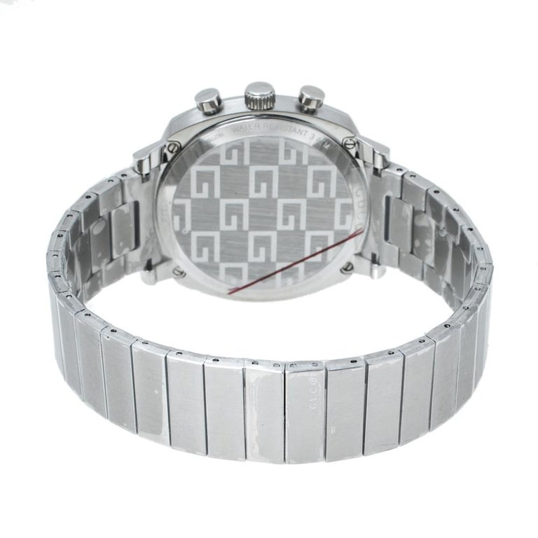 The Grip watch by Gucci has a clean and streamlined design that adorns the wrist effortlessly. The design of the fine piece is inspired by the world of skateboarding. This wristwatch is crafted from stainless steel and carries a silver dial with two