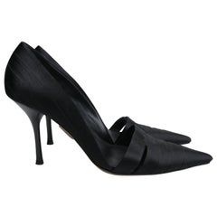 Gucci Size 38 Black Satin Pointed Toe Pumps