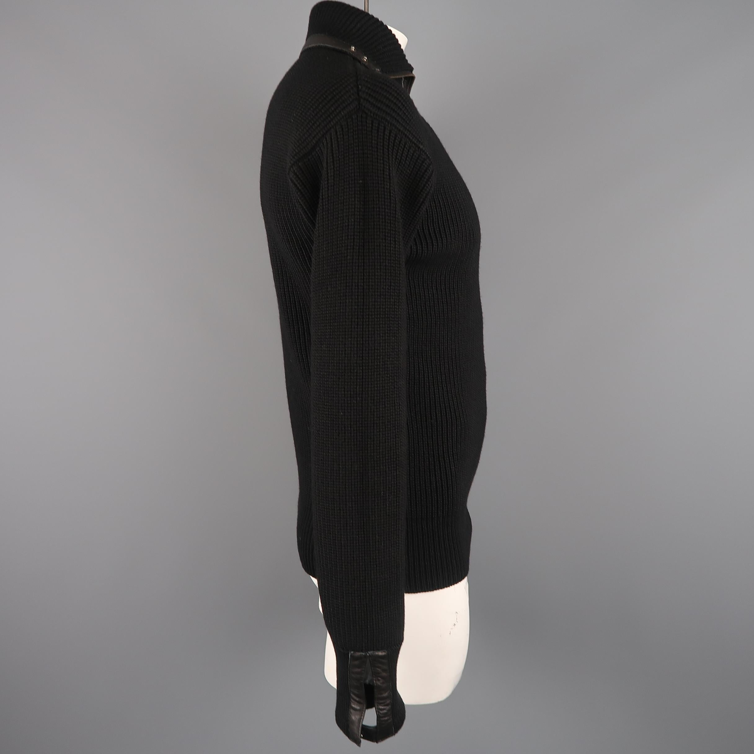 a29d424b801 GUCCI Size L Black Ribbed Knit Wool and Leather Zip Turtleneck Sweater at  1stdibs