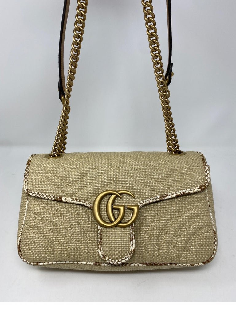 Gucci Small Marmont Straw Floral Interior Bag In New Condition In Athens, GA