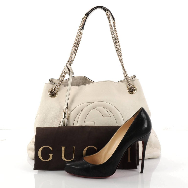 ecbdda7c2372 This authentic Gucci Soho Chain Strap Shoulder Bag Leather Medium is simple  yet stylish in design
