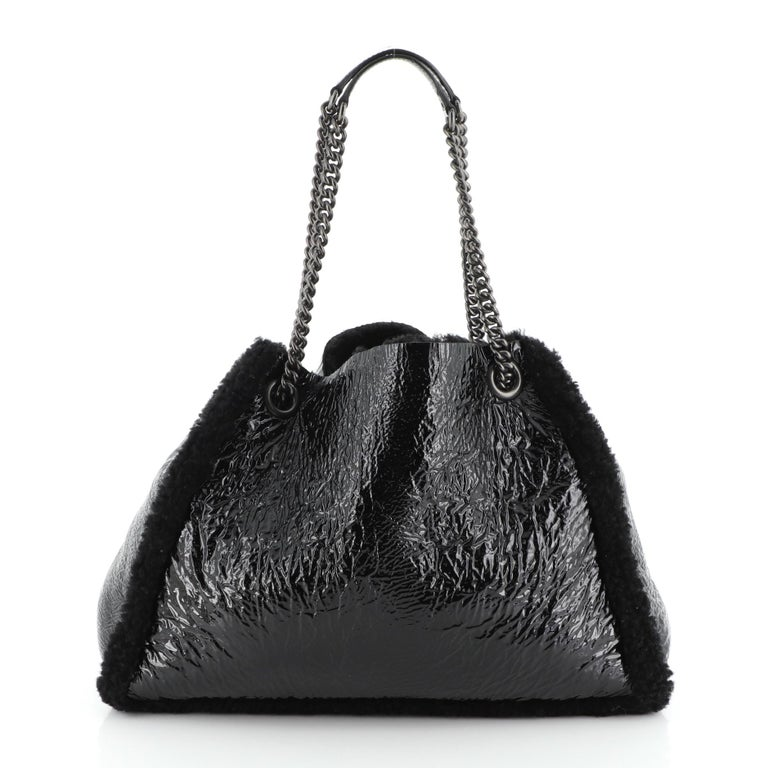 Women's or Men's Gucci Soho Chain Strap Shoulder Bag Patent and Shearling Medium For Sale