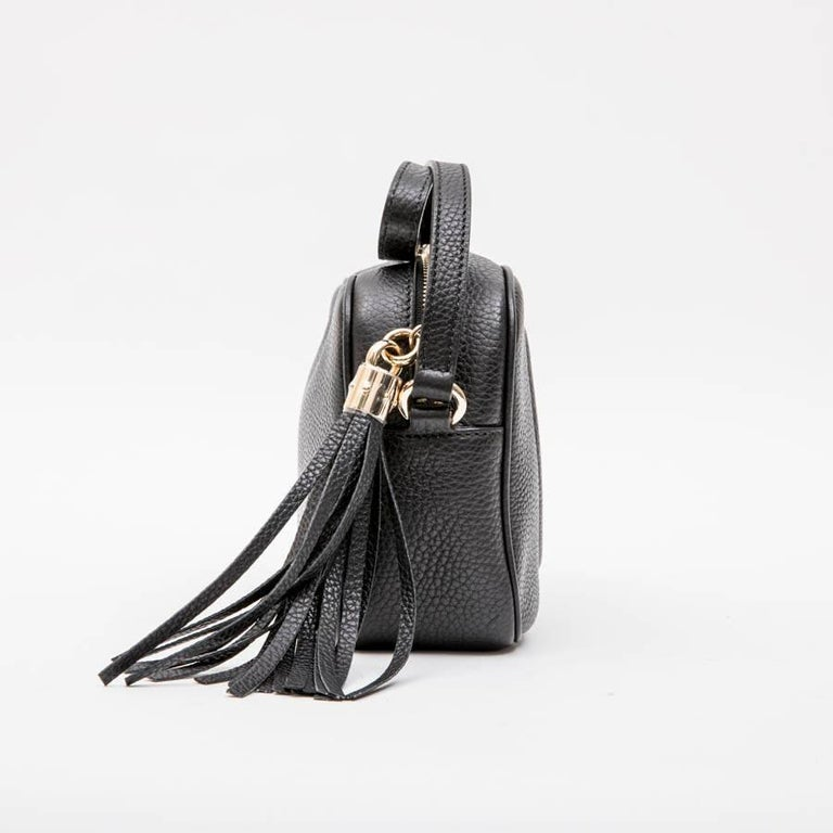 15d7e7f10ee GUCCI Soho Disco Bag in Black Grained Calf Leather In Excellent Condition  For Sale In Paris