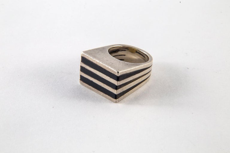 Women's or Men's Gucci Sterling Silver and Ebony Ring by Puig Doria, Size 6 For Sale