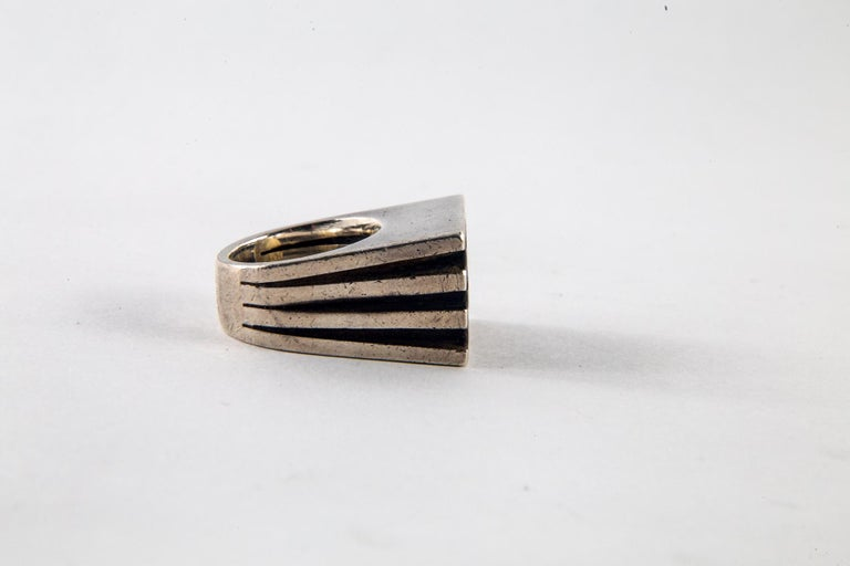 Gucci Sterling Silver and Ebony Ring by Puig Doria, Size 6 For Sale 4