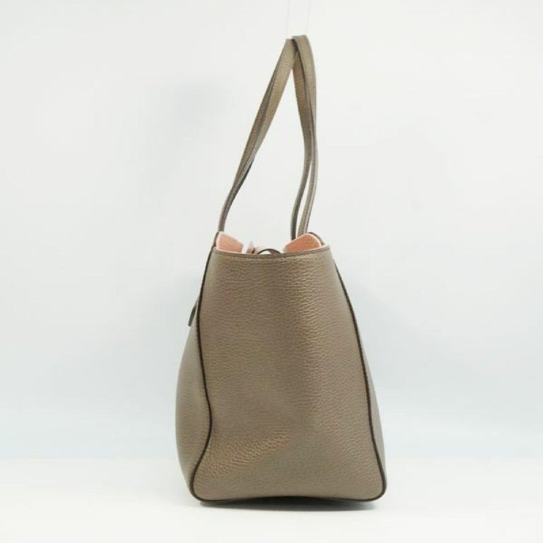 An authentic GUCCI Swing Womens tote bag 354408 khaki gray x pink. The color is khaki gray x pink. The outside material is calf. The pattern is Swing. This item is Contemporary. The year of manufacture would be 1986. Rank A Good Condition There are