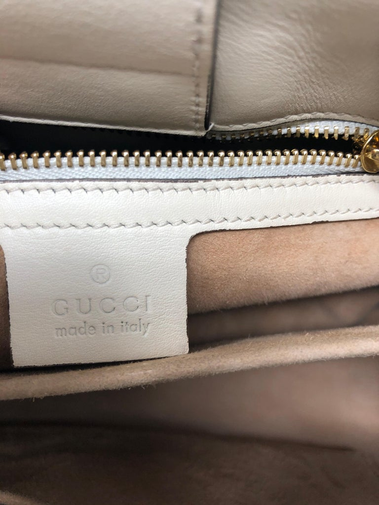 Gucci Sylvie Bag  In Good Condition For Sale In Athens, GA
