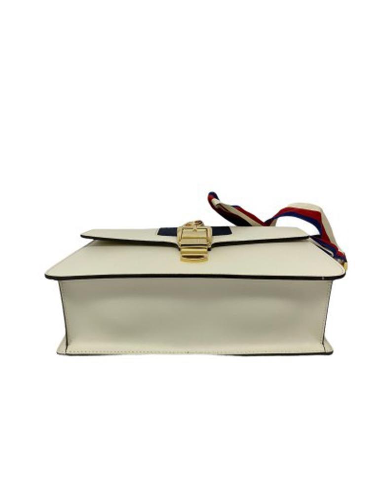 Gucci Sylvie Bianca Shoulder Bag in Leather with Golden Hardware For Sale 3