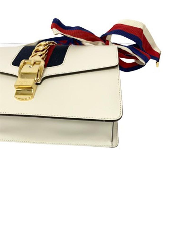 Gucci Sylvie Bianca Shoulder Bag in Leather with Golden Hardware For Sale 4