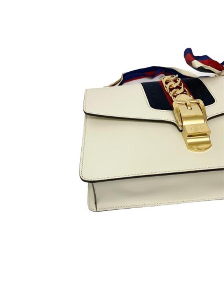 Gucci Sylvie Bianca Shoulder Bag in Leather with Golden Hardware For Sale 5