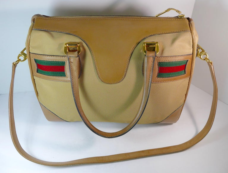 GUCCI Tan Leather and Canvas Shoulder Bag In Good Condition For Sale In Los Angeles, CA