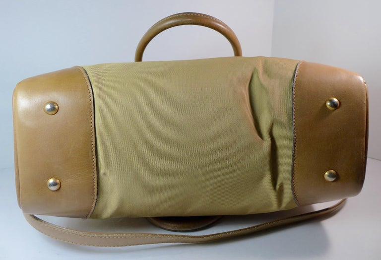 Women's or Men's GUCCI Tan Leather and Canvas Shoulder Bag For Sale