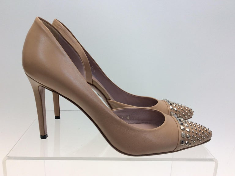 Gucci Tan Leather Studded Heels In Good Condition For Sale In Narberth, PA