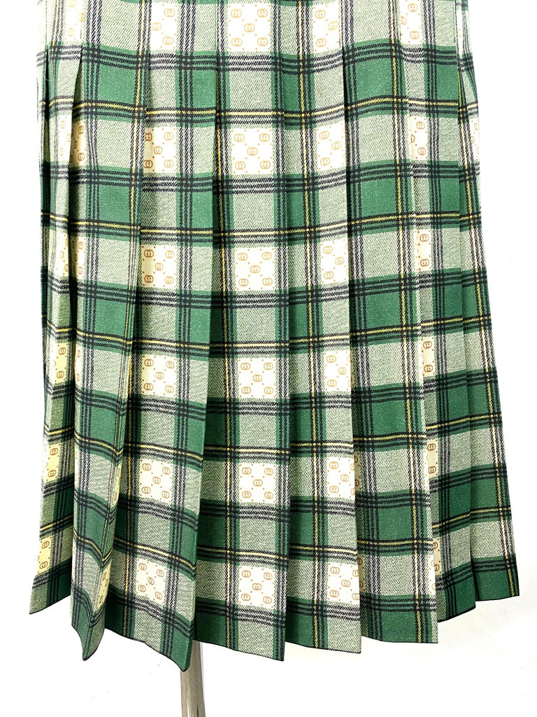 Product details:  Featuring the wool skirt with the GG motif woven between the green and beige tartan pattern. Relaxed fit with  high-rise waist and secured with two buckle-fastening tabs. Made in Italy.