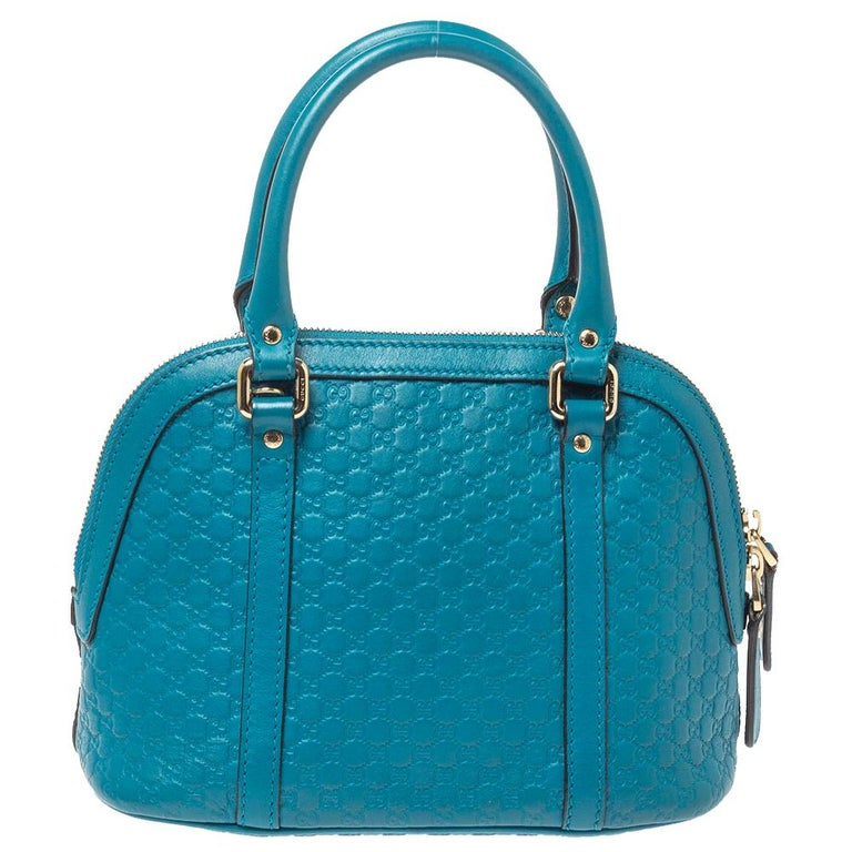 Modernize your choice of accessories by adding this Microguccissima leather satchel to your collection. Stow all your everyday essentials in the canvas-lined interior of this stunning piece. The eye-catching creation by Gucci is an exemplar of