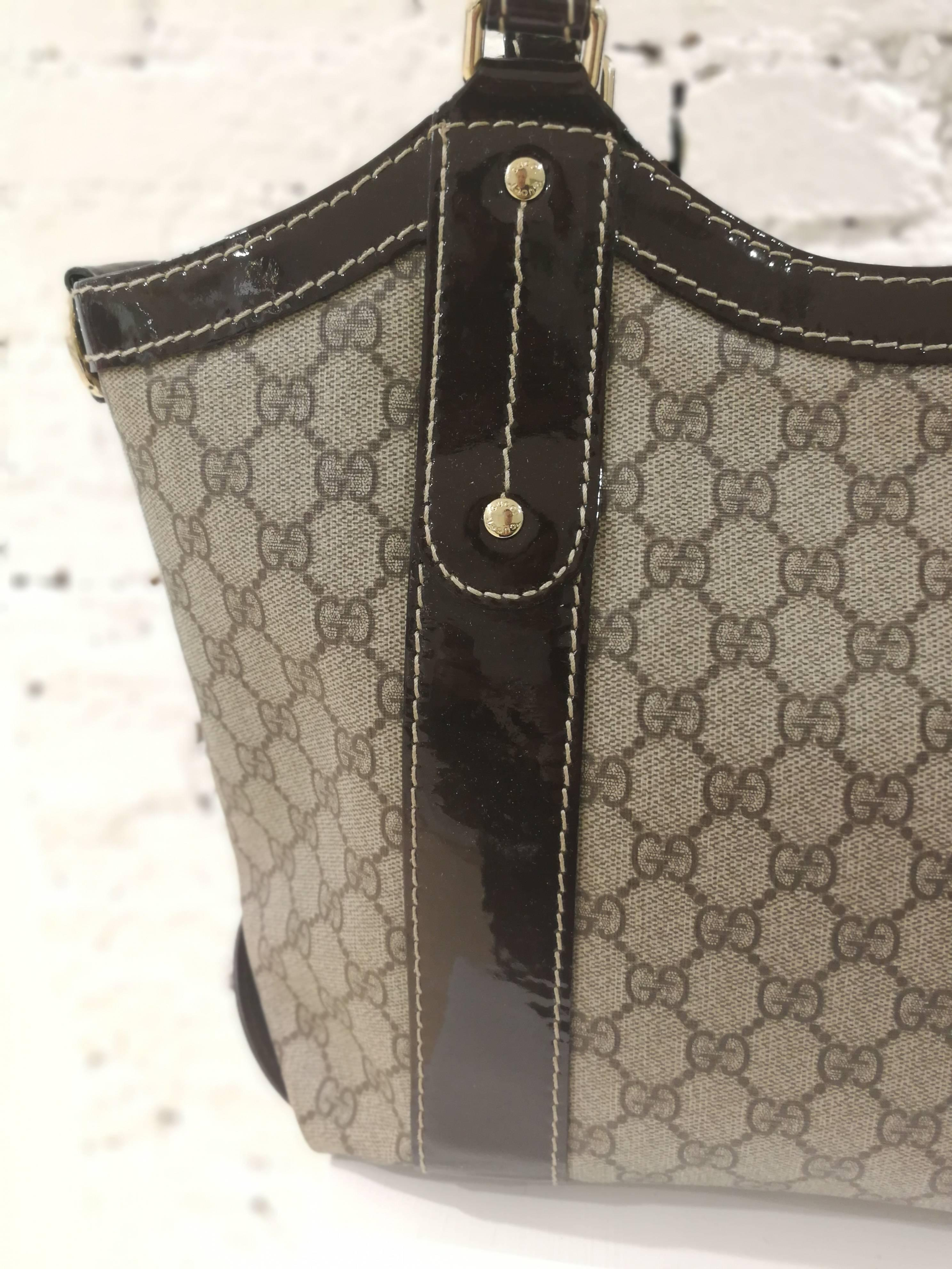 c150b389445 Gucci Textile Patent Leather Bow GG Shoulder Bag For Sale at 1stdibs