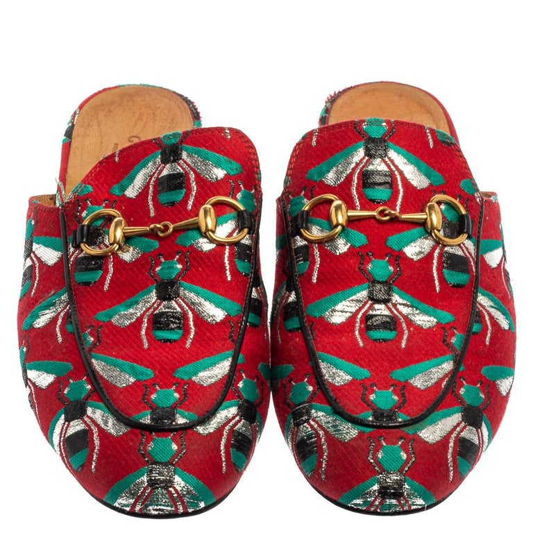 These Princetown mules by Gucci are as iconic as they can get with the bees and Horsebit motifs— the label's signature emblems. Crafted from jacquard fabric in multiple shades, they are constructed to provide you with maximum comfort. Wear them with