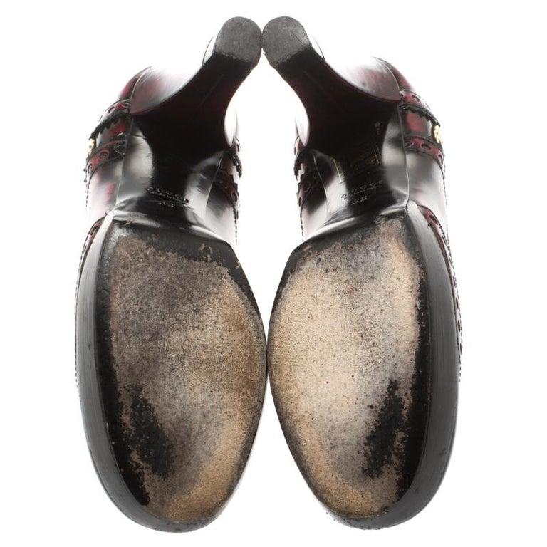 Gucci Two Tone Brogue Leather Block Heel Platform Pumps Size 36 In Good Condition In Dubai, Al Qouz 2