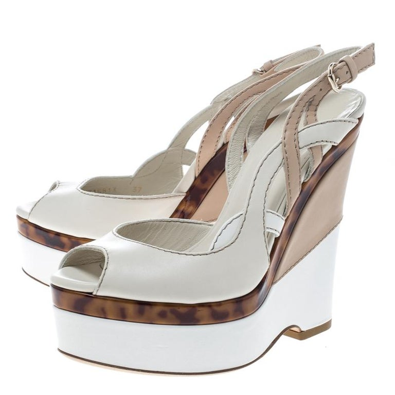 Women's Gucci Two Tone Leather Kotao Tortoise Peep Toe Wedge Sandals Size 37 For Sale